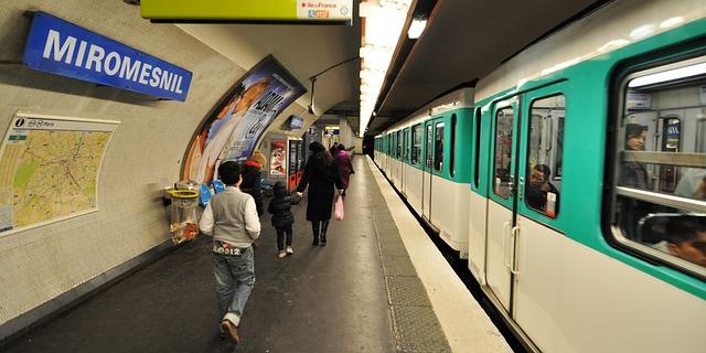 paris-metro-01.jpg